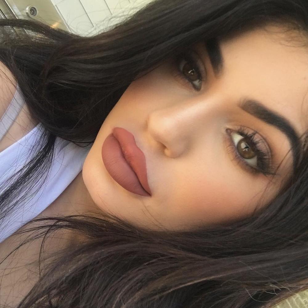 армянка с накрашенными губами - 2