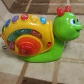 Музыкальная игрушка гусеница Чикко