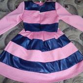 Очень красивое платье с болеро, нежного персикового цвета с модными кожаными вставками! 8-10 лет