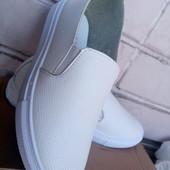 Мягкие и легкие белые слипоны 36р