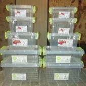 Новый набор пластмассовых судочков из 5 штук. С качественной пищевой пластмассы без запаха.