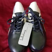 Спортивные туфли унисекс, качество отличное идут в коробке.