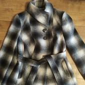 Коротенькое деми пальто 16 размер