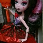 Шарнирная, качественая кукла Monster High, в коробке с аксессуарами.