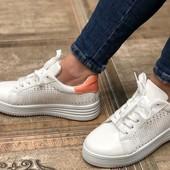 Классные кроссовки. Очень мягкие.