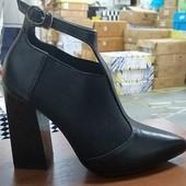 Туфли резинка  Стильные две модельки Каблук 9 см