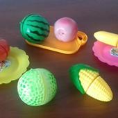 Яскраві іграшки для розвитку дитини.
