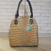 Модельная  сумка  лаковая