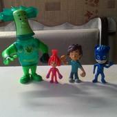 Игрушки,герои мультфильмов.Лот-всё,что на фото.