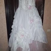 Нарядное  платье на утреник 8 марта  42-46 .