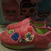 Яркие, удобные, легкие кроссовки для девочки с Мини. 30р. 19см. В идеале.