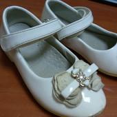 Наряднi лаковi туфельки 27 розмiр,устiлка 15.5 см