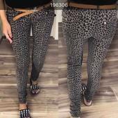 Трендовая модель джинс с принтов леопард в комплекте с поясом рр 25 26 27