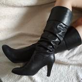 Класні високі шкіряні чоботи р.6-39,дуже модні