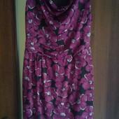 Фирменное красивое платье  р. 14 состояние новой вещи.