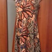 Фирменное трикотажное платье с красивой спинкой р. XS в состоянии новой вещи.