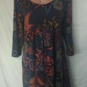 Очень красивое темно-серое платье в цветах,97%вискозы,m/l/xl