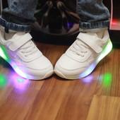 +++- не пропустите кроссы,  Полностью белые со светящиеся подошвой!!  29р!! на ножке супер)))