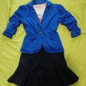 Юбка-шорти, піджак і футболка у школу.