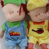 Классная  кукла мягконабивная с вышитым лицом,  одежда  снимается. Длина  40  см