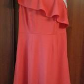 Фирменное новое красивое платье на одно плечо с воланом р. 12-14