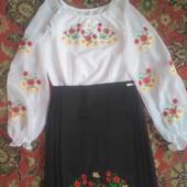 Шикарний вишитий костюм для дівчаток 140-146 р.