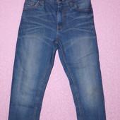 красивые яркие джинсы,пояс регулируется