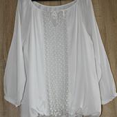 Очень красивая штапельная блуза с гипюром/ Италия