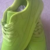 Кросівки універсальні розмір 41.