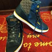Фирменные мужские ботинки -высокие кроссовки внутри мех без нюансов стелька 18.5 см