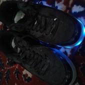 Продам светящиеся кроссовки