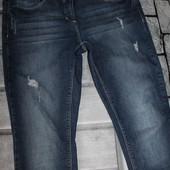 отличные по качеству джинсы, темно синие, качество хорошее! нюанс на фото 5, состояние очень хорошее
