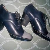 Шикарные кожаные женские ботинки ,Monarch, размер 39