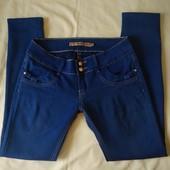 Стрейчевые фирменные джинсы,L