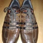 Кросівки фірми Bugatti дуже міцні . Шкіра з верху і текстиль в середині.