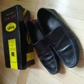 Шкіряні туфлі для хлопчика у дуже гарному стані. Розмір 34