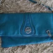 Гарна зручна практична сумочка в хорошому стані Гарний колір Довга ручка