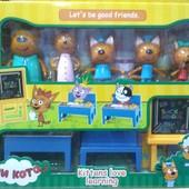Набор фигурок три кота учебный класс с доской, столом и лавкой