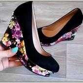 Шикарные туфли ,танкетка 8см ,эко кожа