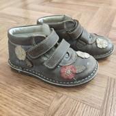 Фирменные ботиночки, кожаные Chicco р.25-16 см