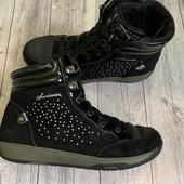 Отличные Деми ботиночки 35 размер стелька 22 см