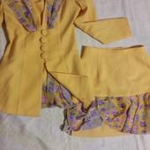 Очаровательный костюм яркой летней расцветки Tom Klaim