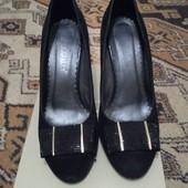 Фирменные туфли натуральный замш р. 39