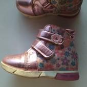 Продам ботиночки на флисе для двора