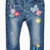 Крутые джинсы Next с мультяшками р. 12-18 мес
