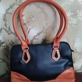 Качественная стильная женская сумка на 3 отделения. Много карманов.