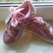Красивейшие туфли ,кроссовки.19см