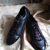 Женские кожаные кроссовки Gucci, производство Италия. Размер 37 - 23 см.