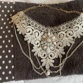 Ожерелье с брошкой