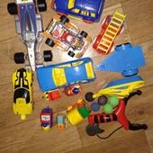 Машинки не маленькие и другие игрушки одним пакетом, смотрите фото..